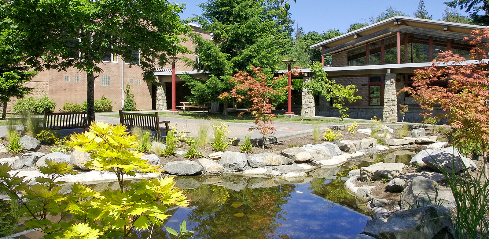 A campus courtyard at Gulf Islands Secondary School